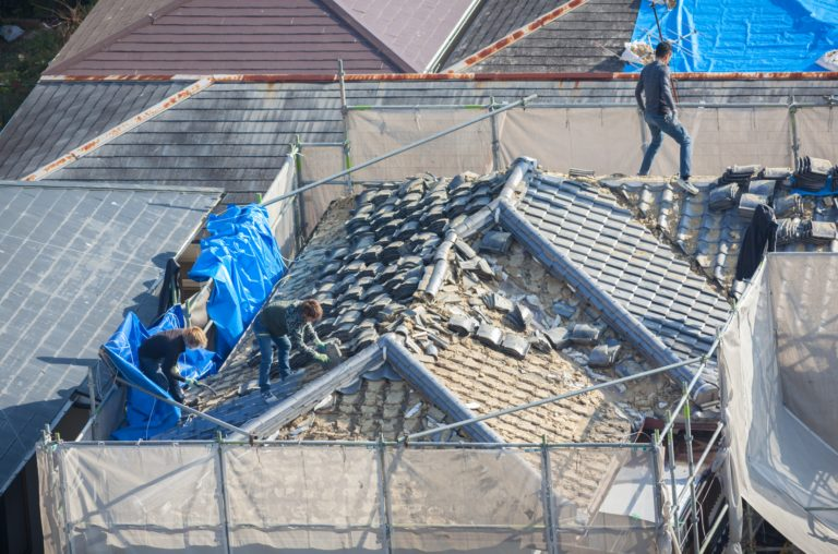 How to Spot Damage Signs in your Commercial Roofing